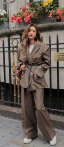 καφέ γυναικείο κουστούμι