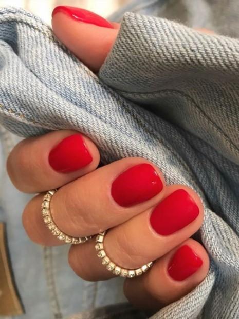 κόκκινα νύχια μεσαία