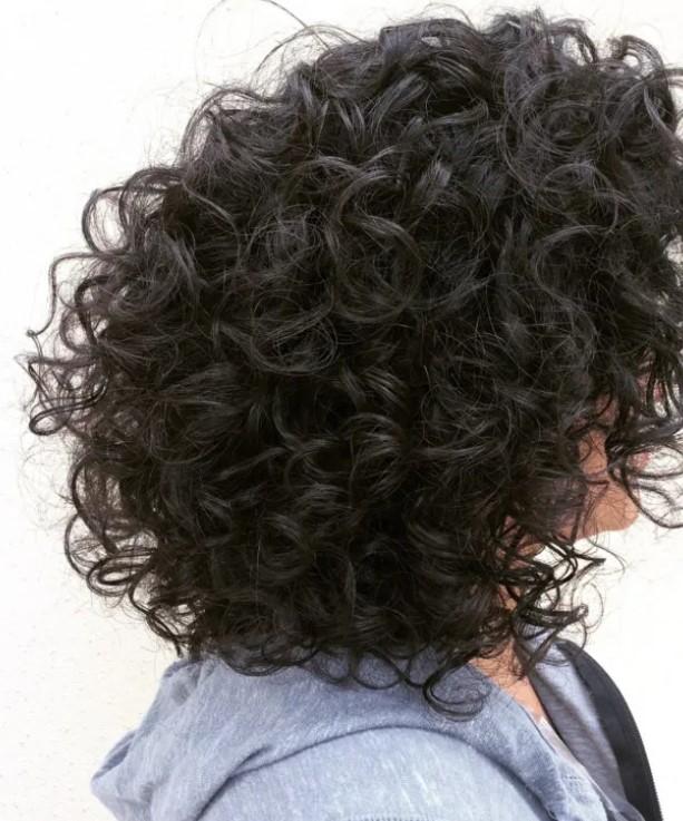 μαλλί με όγκο πίσω κουρέματα φυσικές σγουρομάλλες