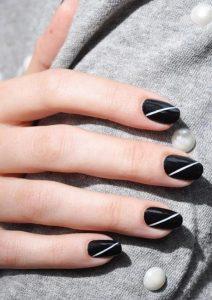 μαύρα νύχια με λευκή γραμμή