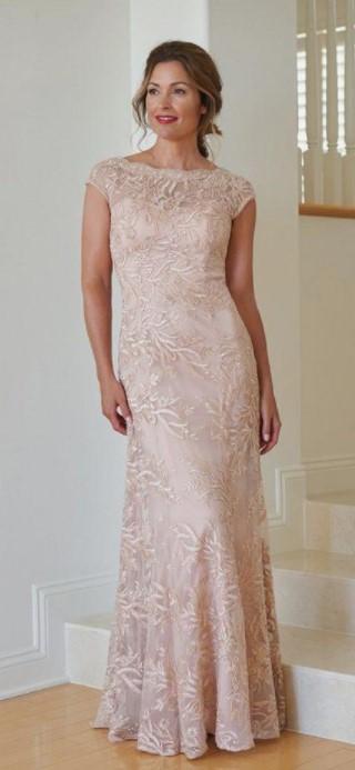 μπεζ φόρεμα για τον γάμο της κόρης σου
