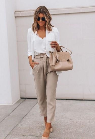 μπεζ παντελόνι άσπρο σακάκι