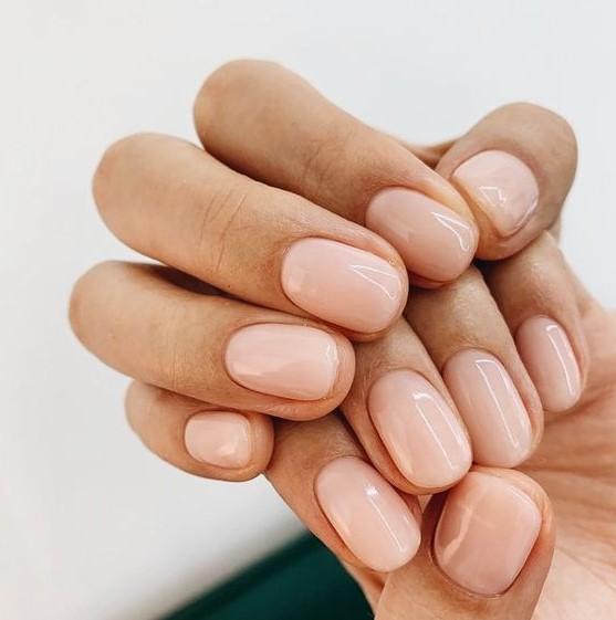 διακριτικά nude νύχια