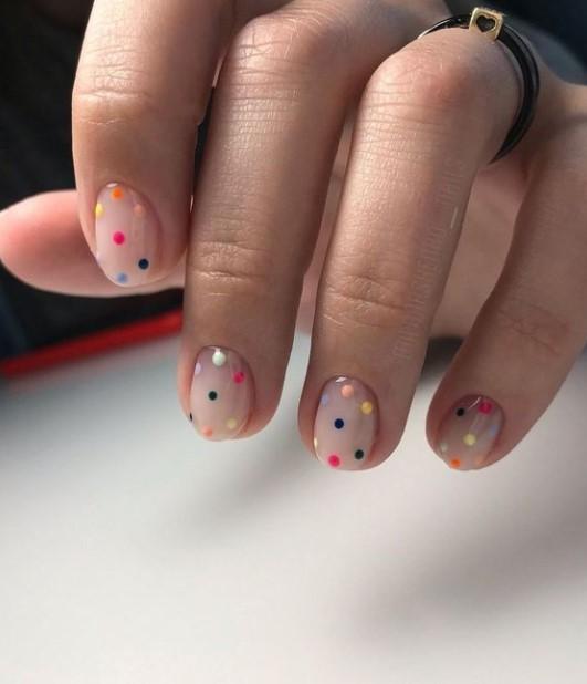 πουά νύχια πολύχρωμα