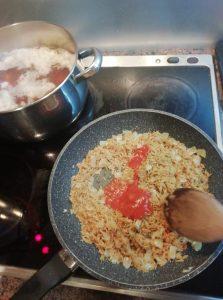 σάλτσα ντομάτας στο τηγάνι