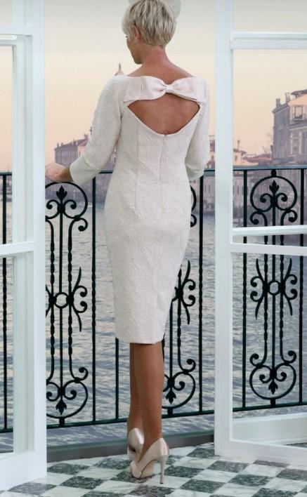 ανάγλυφο φόρεμα σπασμένο λευκό μαμά νύφης