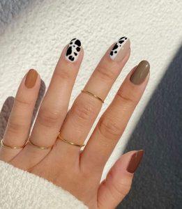 σχέδιο στα νύχια της μόδας