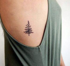 τατουαζ δεντρο στο σωμα γυναικειο