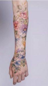 χρωματιστο τατουαζ μανικι