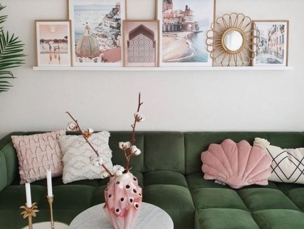 σαλόνι με ροζ στοιχεία