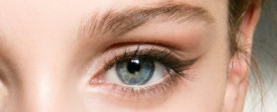 καφέ eyeliner γαλάζια μάτια μακιγιάζ νεανική όψη