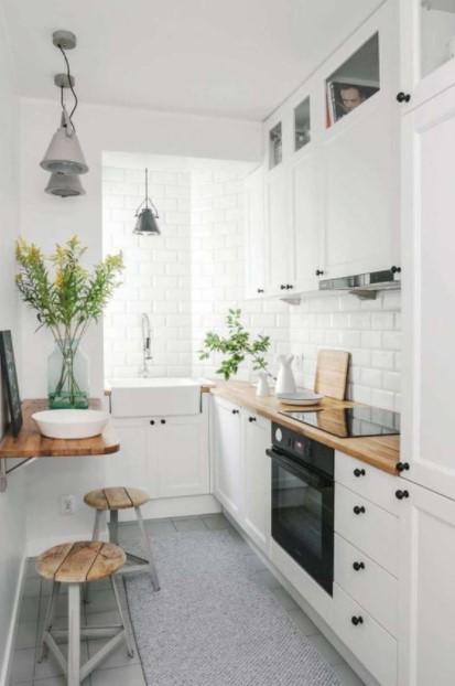 λευκή μικρή κουζίνα