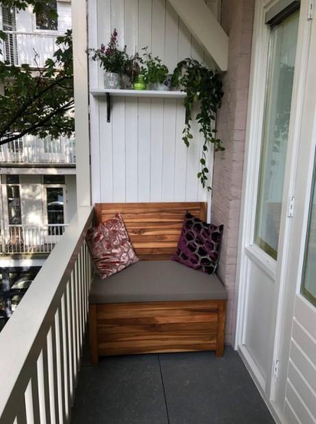 μικρή βεράντα καναπές ράφι