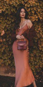 μονοχρωματικό ντύσιμο στα καφέ