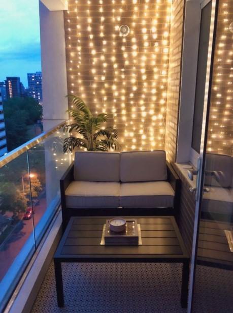 μπαλκόνι φωτισμένος τοίχος