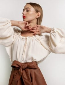 μπλούζα με φουσκωτά μανίκια