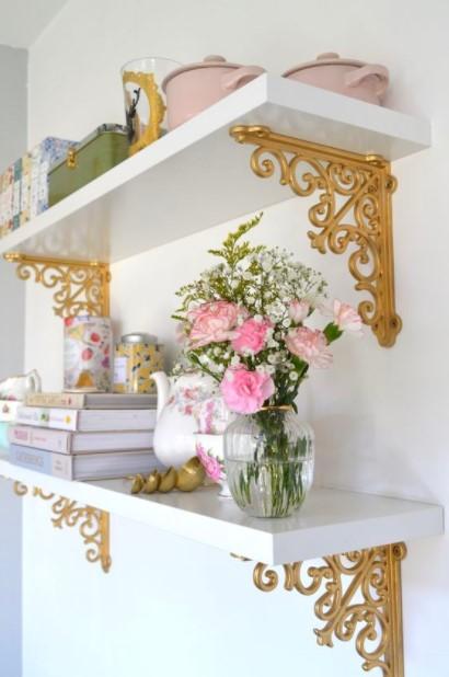 ράφι ροζ λουλούδια