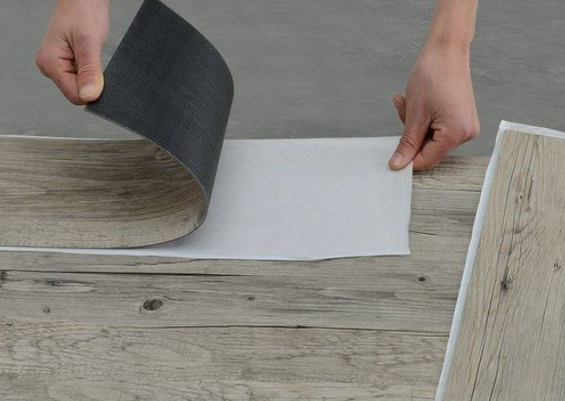σανίδες αυτοκόλλητες για να αναμορφώσεις πάτωμα μπαλκόνι