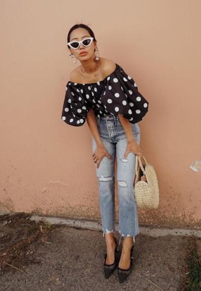 τζιν παντελόνι πουά μπλούζα στιλιστικά tips μικροκαμωμένη
