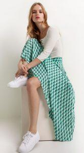 χρωματιστή φούστα
