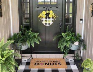 ιδέα διακόσμησης εισόδου σπιτιού με αστείο χαλάκι