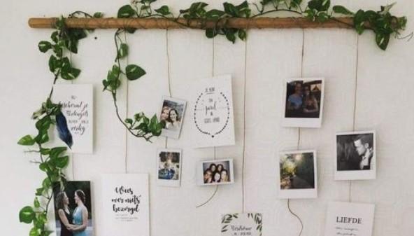 διακοσμητικό τοίχου με γιρλάντα ψεύτικου φυτού και φωτογραφίες