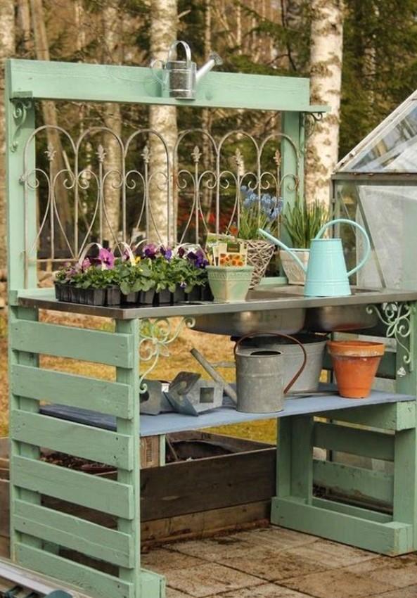 κατασκευή από παλέτες στο κήπο