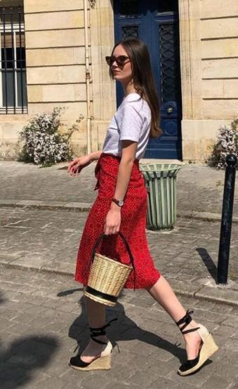 κόκκινη φούστα πλατφόρμες