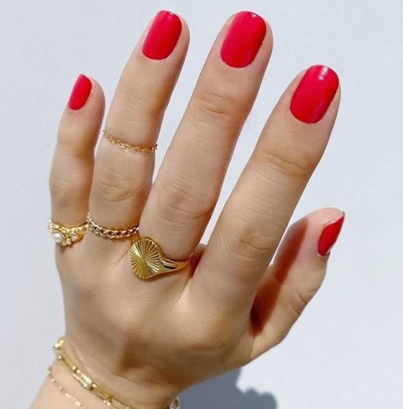 κοραλί νύχια κοσμήματα