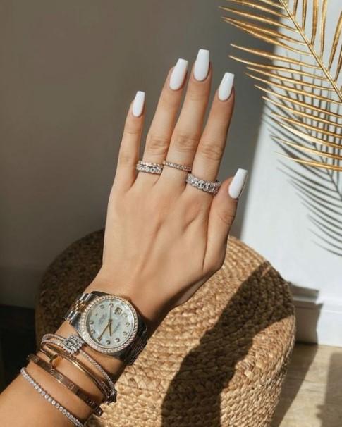 μακριά νύχια λευκά χρώματα νύχια καλοκαίρι 2021