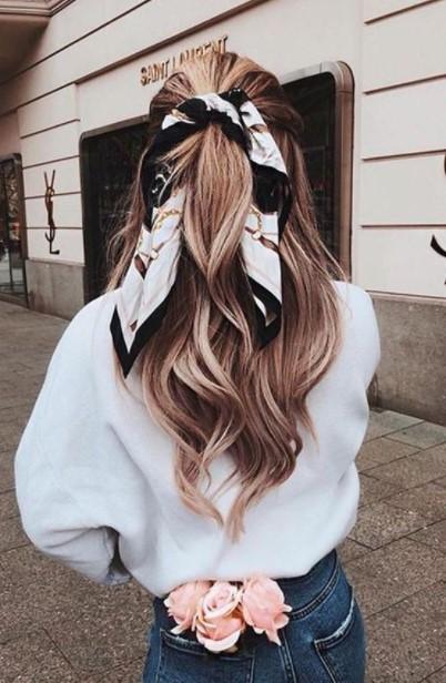 μαλλιά πιασμένα μαντήλι