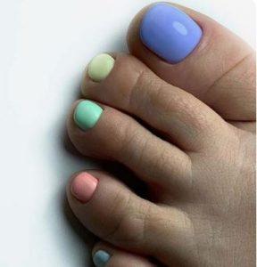 πολύχρωμα νύχια
