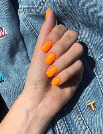 πορτοκαλί νύχια τετράγωνα