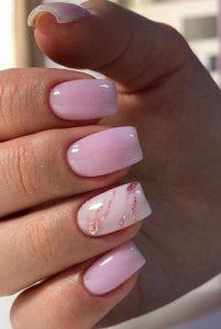 ροζ γυαλιστερα νυχια