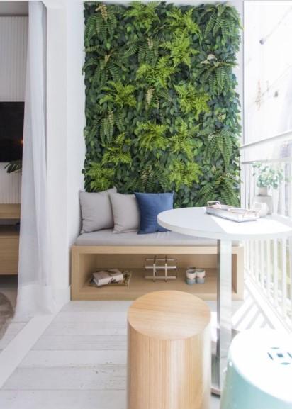τοίχο μπαλκονιού τεχνητό φυτό