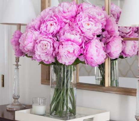 διαφανές βάζο ροζ λουλούδια ψεύτικα