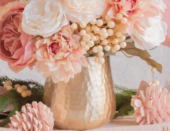 βάζο ψεύτικα λουλούδια