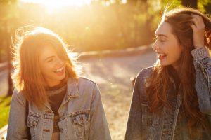 χαρούμενες φίλες