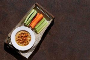 σνακ απώλειας βάρους χούμους με αγγούρια καρότα