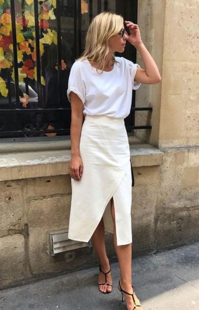 άσπρη midi φούστα άσπρο T-shirt καλοκαιρινά outfits γραφείο