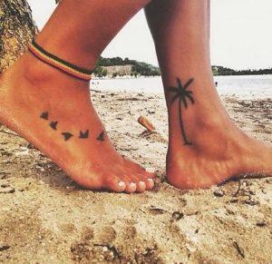 tatoo στα ποδια με φοινικα και πουλια