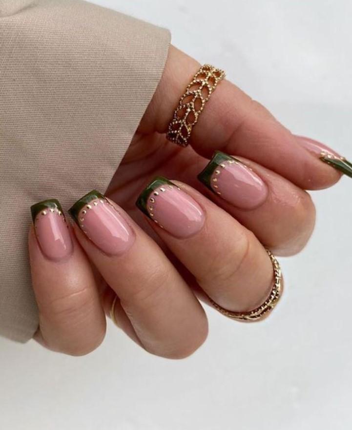 γαλλικό στα νύχια με στρας