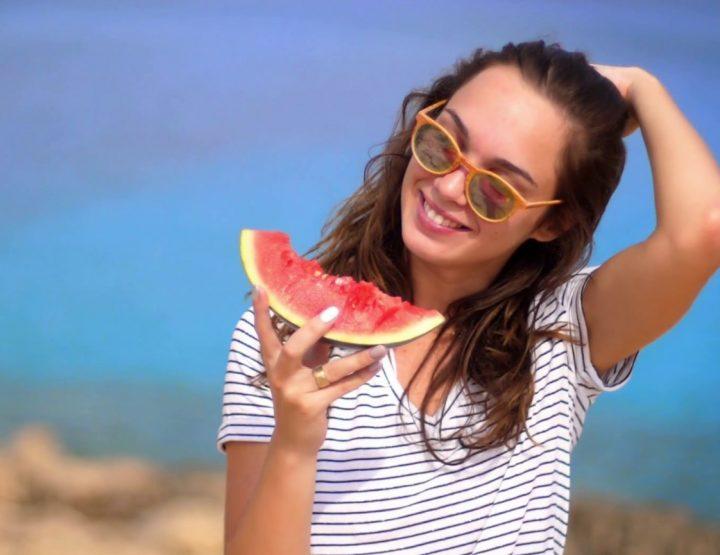 4 Χρήσιμα διατροφικά tips για την παραλία!