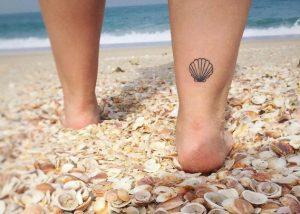 τατουαζ στο ποδι κοχυλι