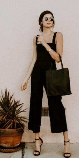 μαύρη ολόσωμη φόρμα ψηλά πέδιλα