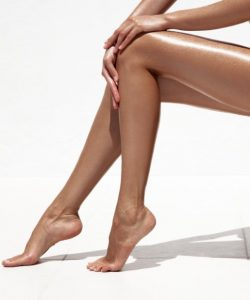μαυρισμένα πόδια