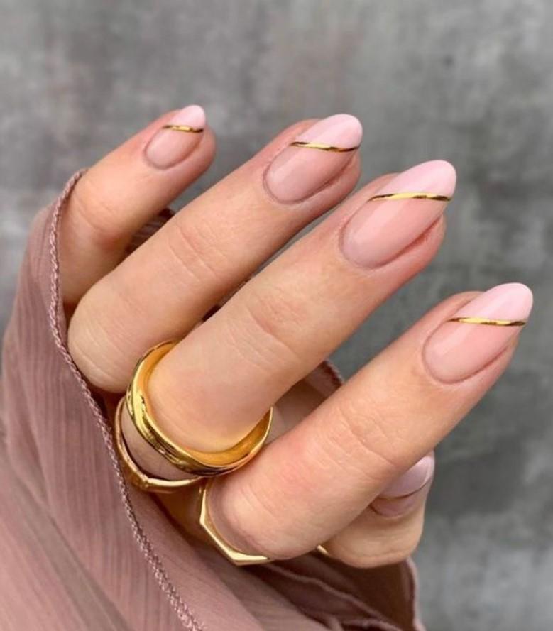 minimal σχέδιο στα νύχια
