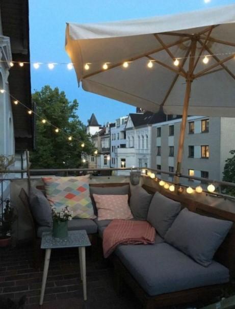 μπαλκόνι γωνιακός καναπές