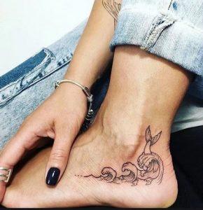 τατουαζ με θαλασσα και γοργονα