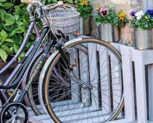 θέση στάθμευσης για ποδήλατα παλέτες ξύλου